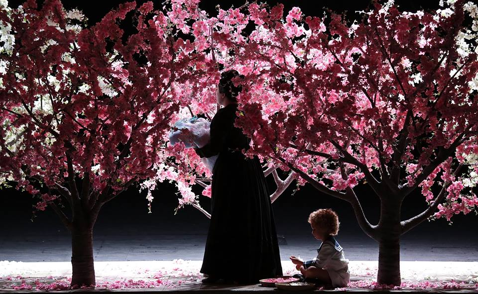 Dopo gli ortaggi piovono fiori: 14 minuti di applausi per Madama Butterfly